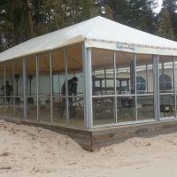 Iestiklota-nojume-pludmalei-Konsol-Logi